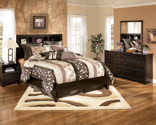 Rent ashley kendi 5 piece queen bedroom group for Comedores ashley